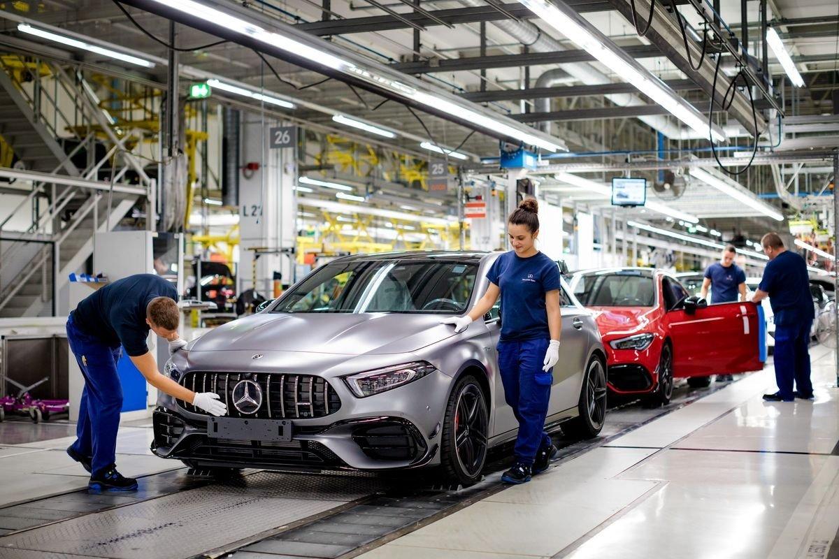 Nhà máy sản xuất Mercedes-AMG A45 và CLA45 Coupe tại Hungary.