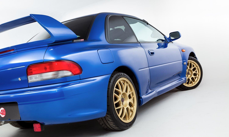 Bộ mâm chấu hình chữ Y màu vàng Gold của Subaru Impreza 22B STi.