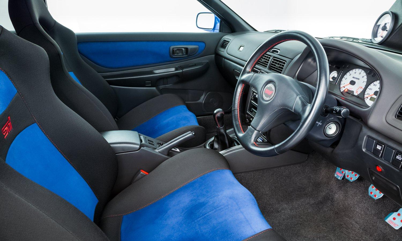 Nội thất của Subaru Impreza 22B STi.
