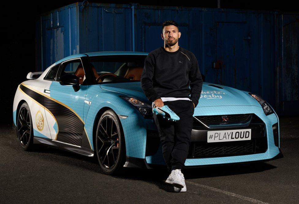 Nissan GT-R mang màu sắc xanh dương, màu truyền thống của ManCity