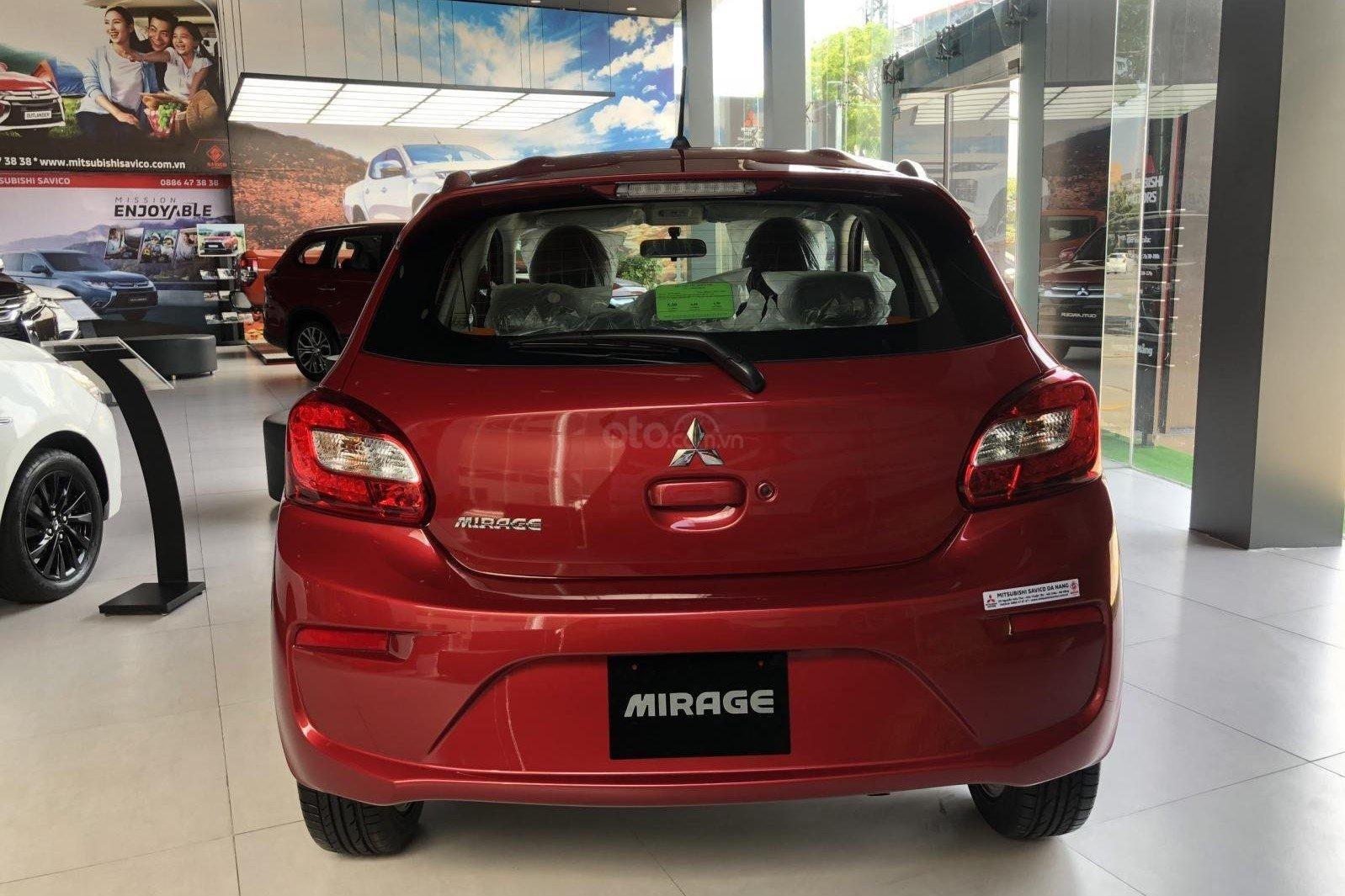 So sánh Toyota Wigo 2019 và Mitsubishi Mirage 2019 về thiết kế đuôi xe a2