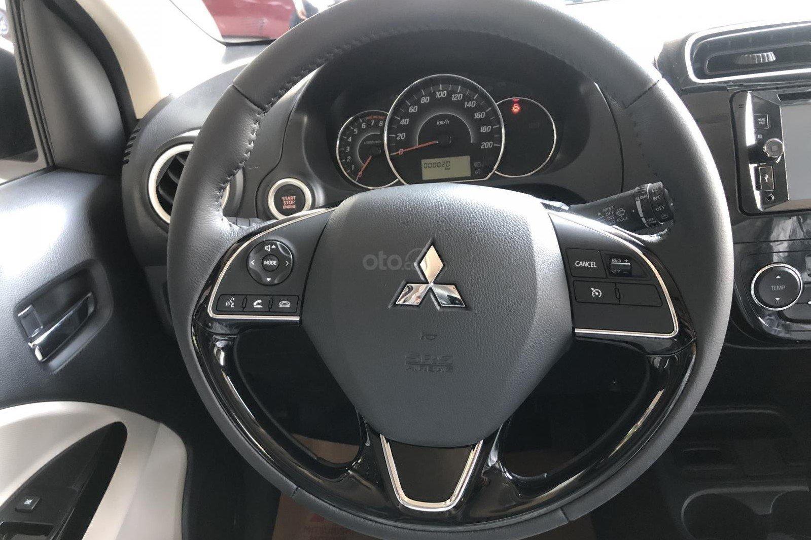Mitsubishi Mirage 2019 CTV sử dụng vô lăng bọc da