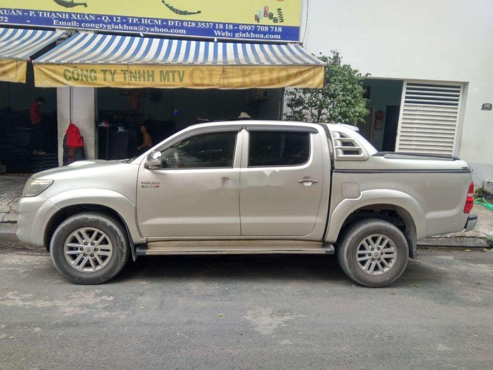 Cần bán lại xe Toyota Hilux 3.0 (4x4) đời 2013, màu bạc, nhập khẩu Thái, chính chủ (1)