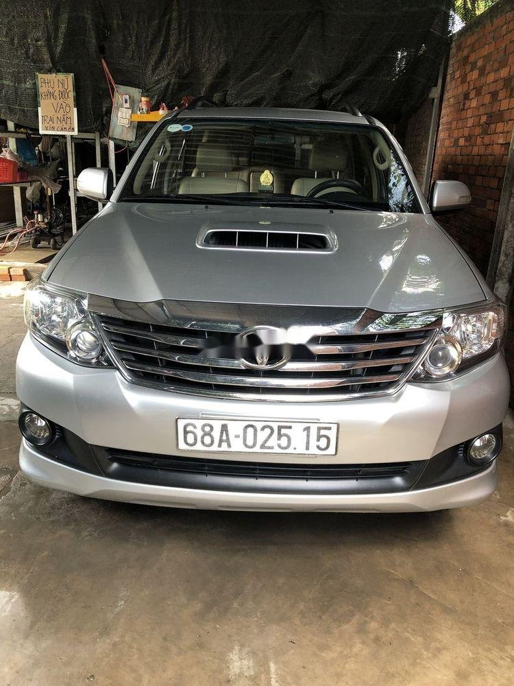 Cần bán Toyota Fortuner năm 2014, màu bạc xe gia đình (1)