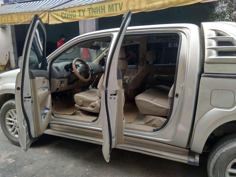 Cần bán lại xe Toyota Hilux 3.0 (4x4) đời 2013, màu bạc, nhập khẩu Thái, chính chủ (8)