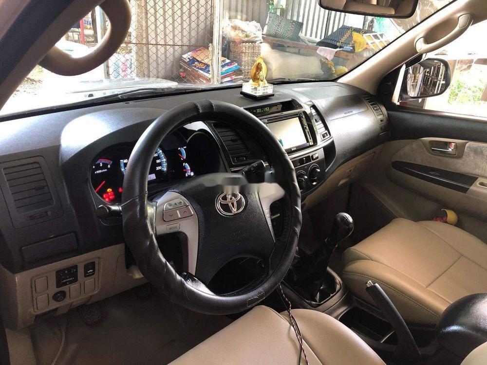 Cần bán Toyota Fortuner năm 2014, màu bạc xe gia đình (3)