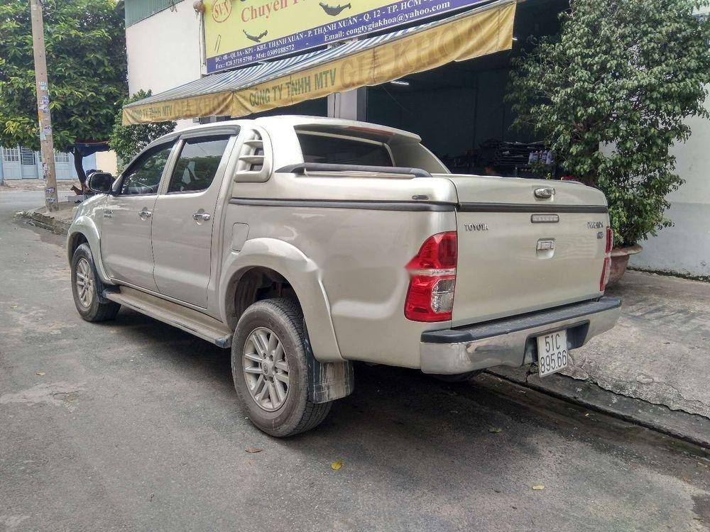Cần bán lại xe Toyota Hilux 3.0 (4x4) đời 2013, màu bạc, nhập khẩu Thái, chính chủ (2)