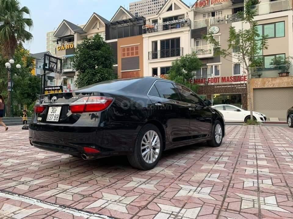 Bán Toyota Camry 2.0E đen kem model 2018 (4)