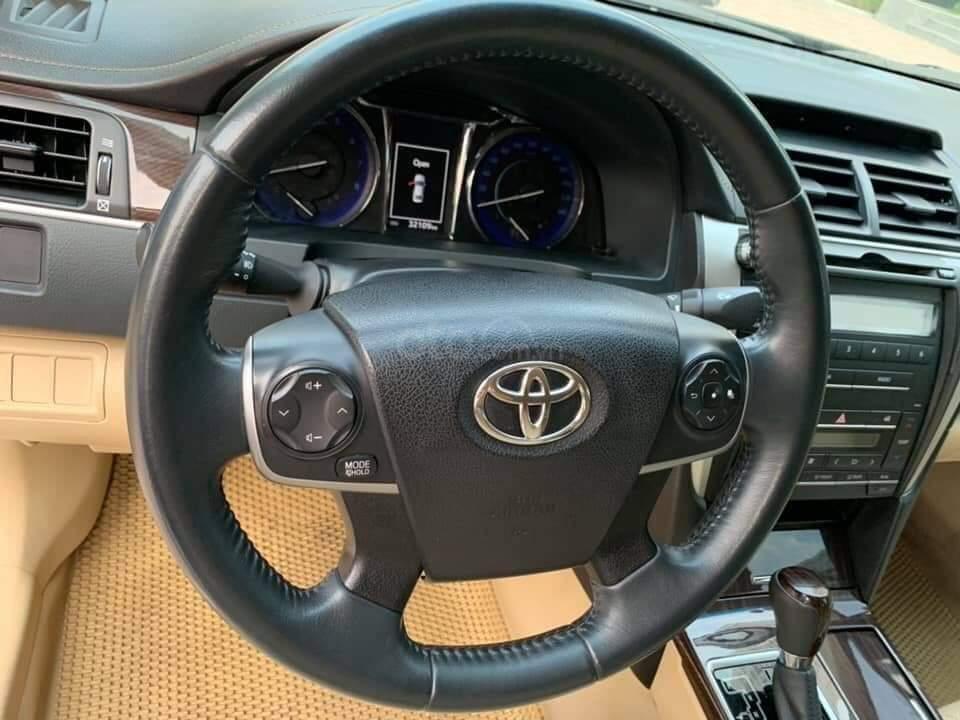 Bán Toyota Camry 2.0E đen kem model 2018 (8)