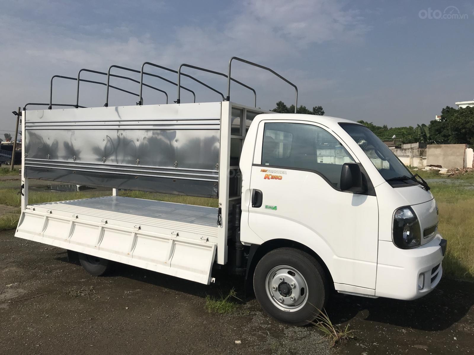 Bán xe tải Kia K250 đời 2018 tải 2.49 tấn, thùng dài 3.5 mét, giá ưu đãi, có xe sẵn giao ngay - Lh: 0905036081 (5)