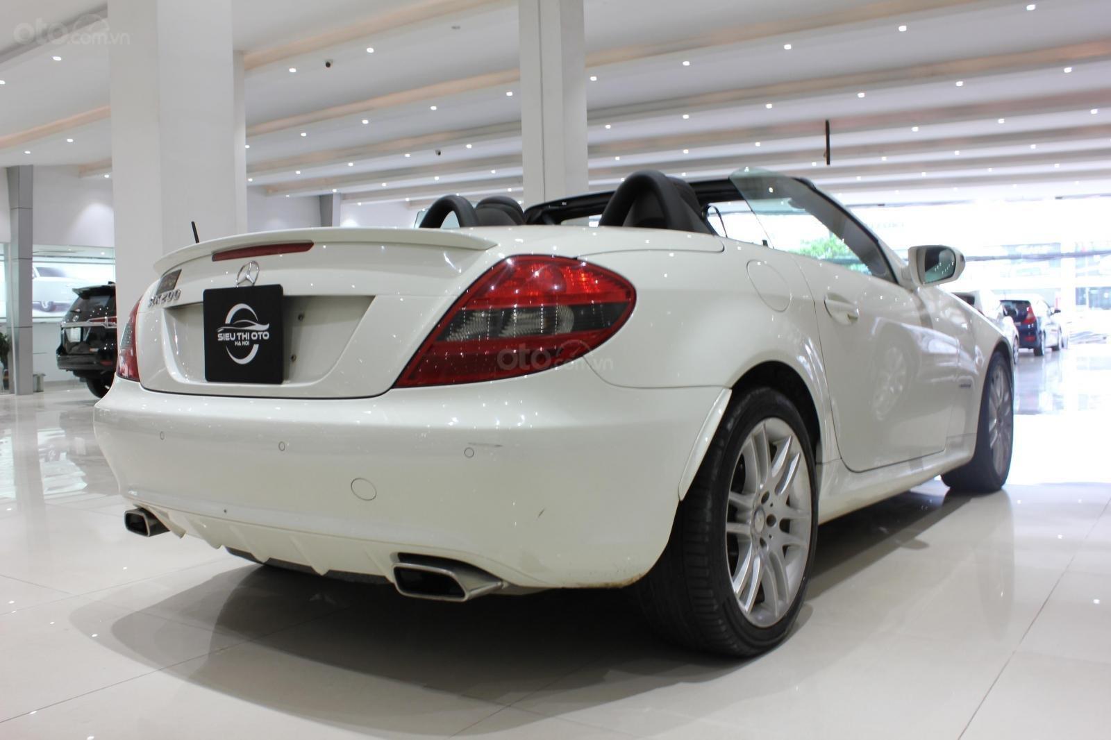 Mercedes SLK 200 sx 2009, mui trần, màu trắng, biển thành phố (4)