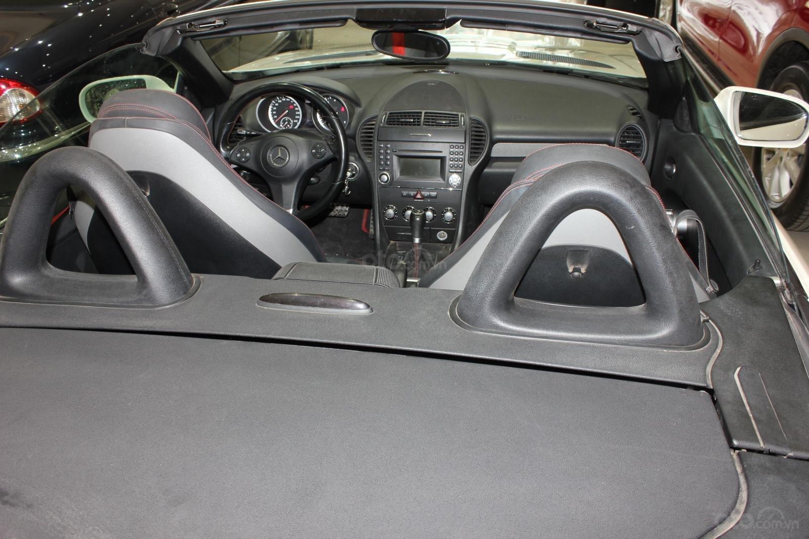 Mercedes SLK 200 sx 2009, mui trần, màu trắng, biển thành phố (11)