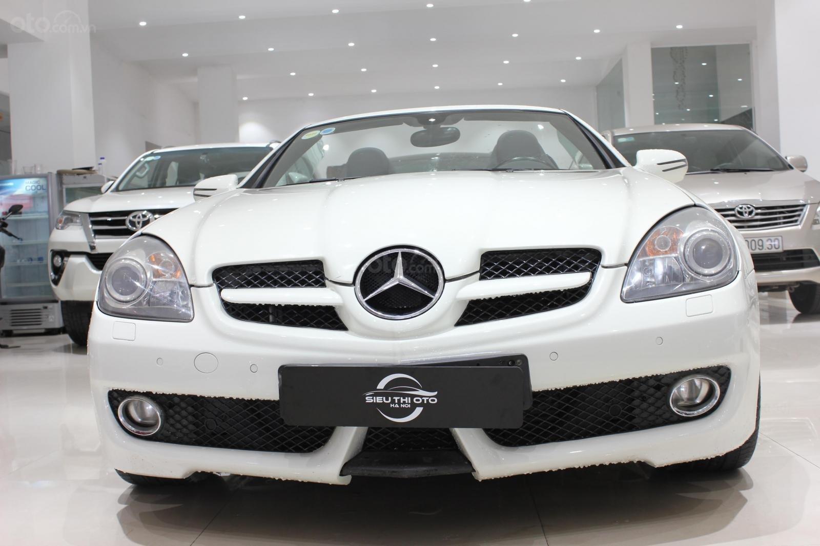 Mercedes SLK 200 sx 2009, mui trần, màu trắng, biển thành phố (1)