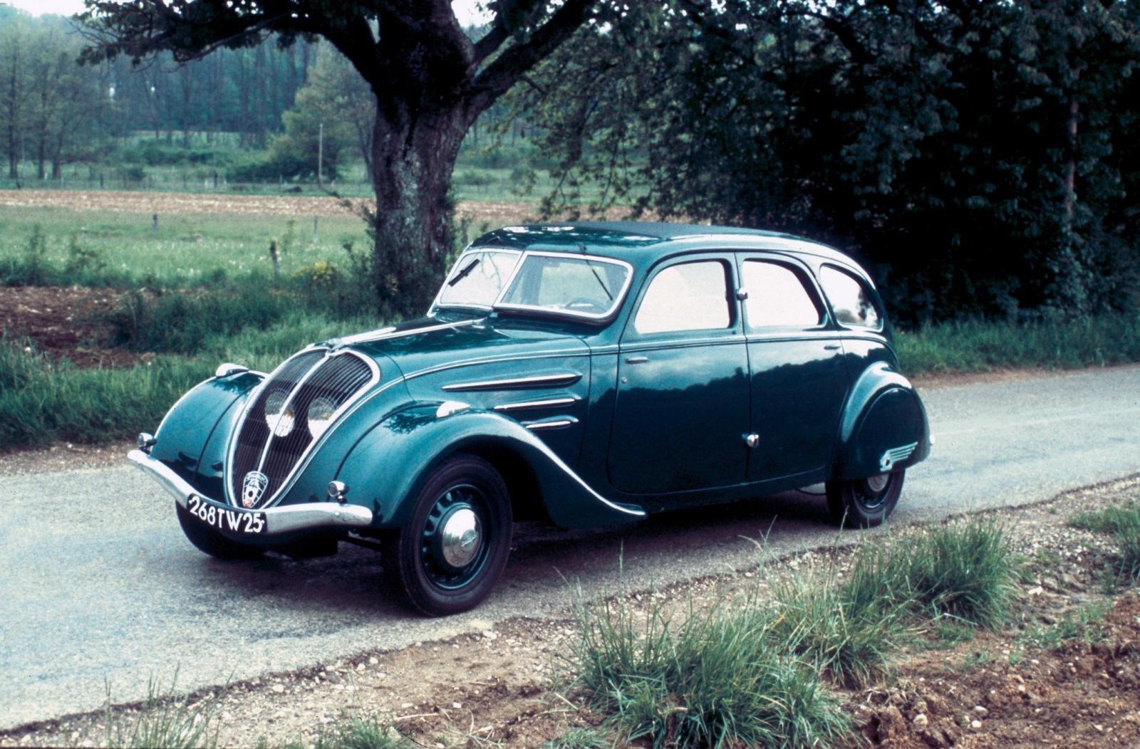 Peugeot 402 là mẫu xe sang đầu tiên mà Peugeot sản xuất.