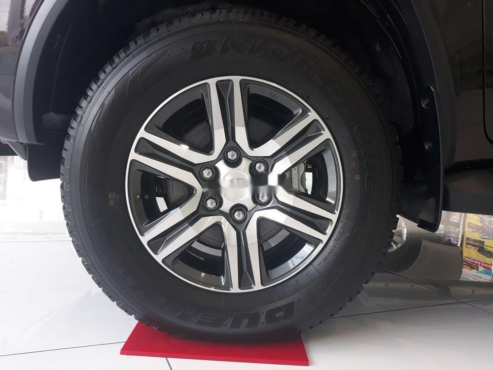 Bán Toyota Fortuner đời 2019, màu đen, nội thất đẹp (6)