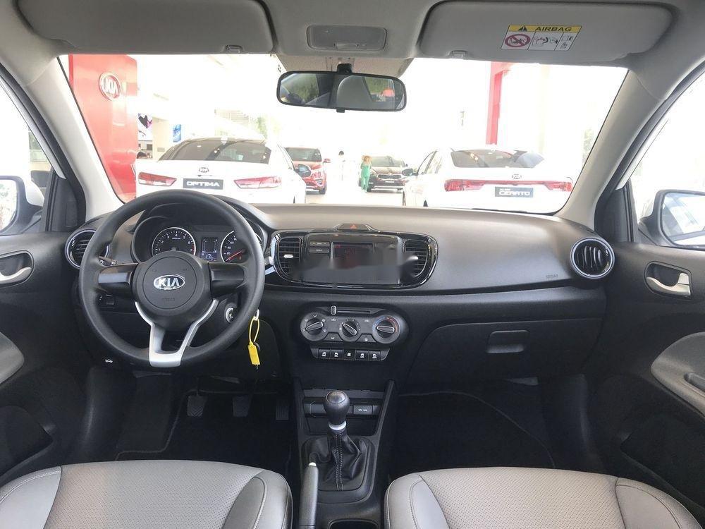 Cần bán Kia Soluto đời 2019, màu trắng nội thất đẹp (5)