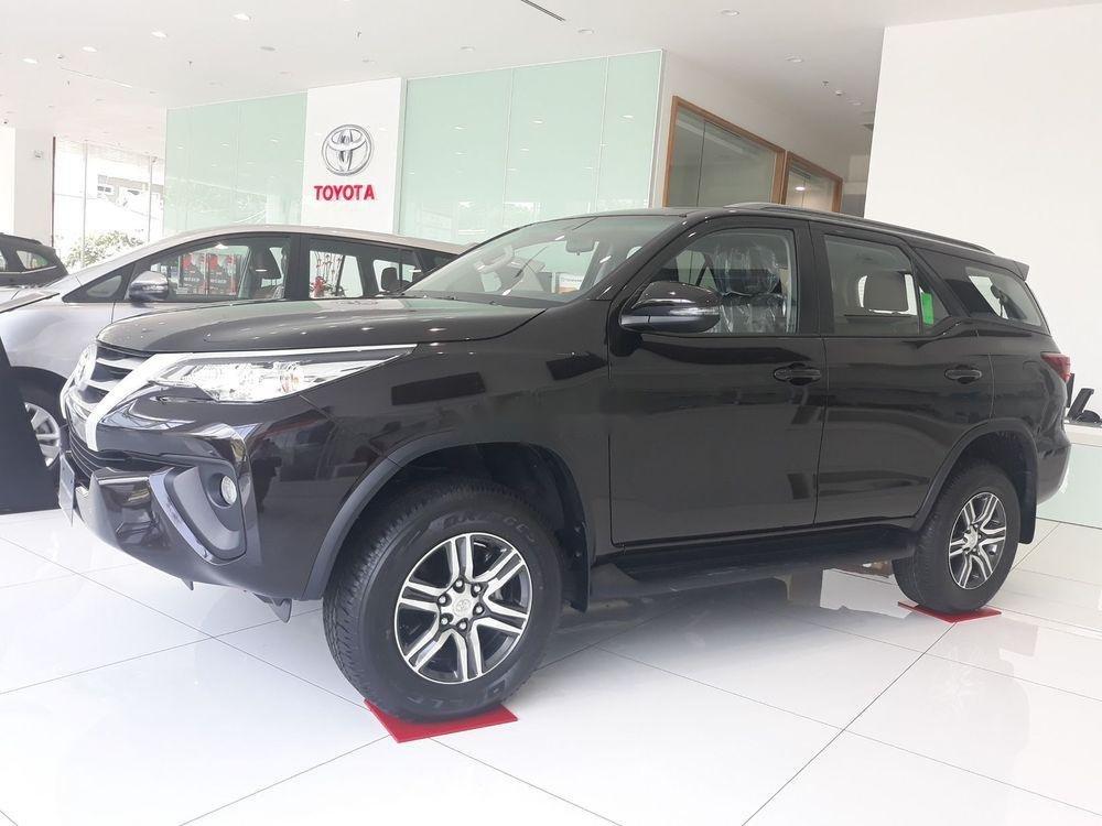 Bán Toyota Fortuner đời 2019, màu đen, nội thất đẹp (1)