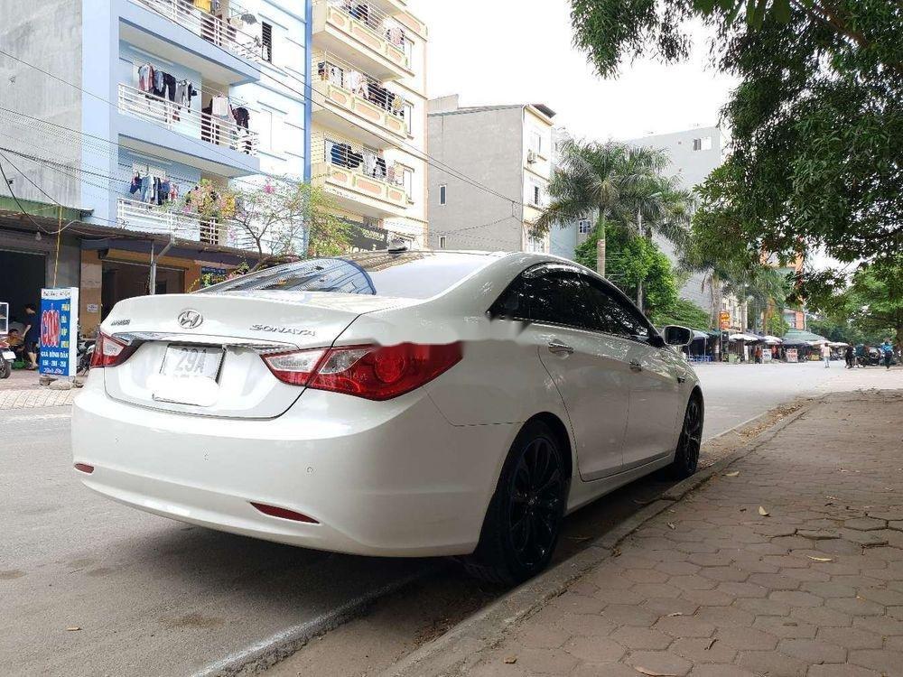 Cần bán xe Hyundai Sonata sản xuất năm 2011, giá cạnh tranh, còn nguyên bản (1)
