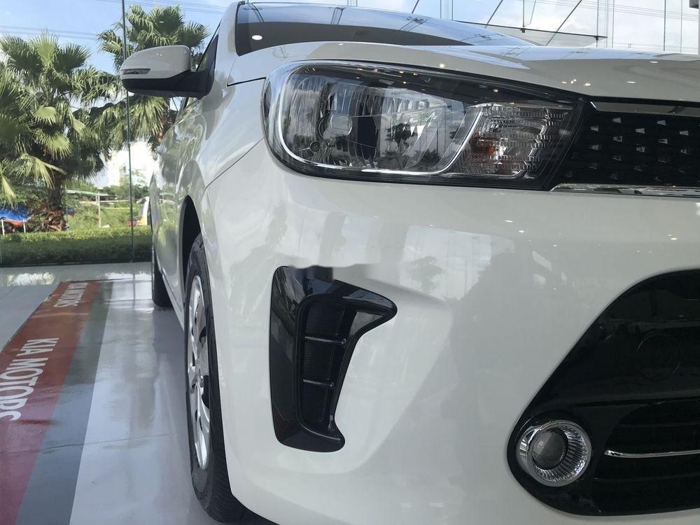Cần bán Kia Soluto đời 2019, màu trắng nội thất đẹp (4)