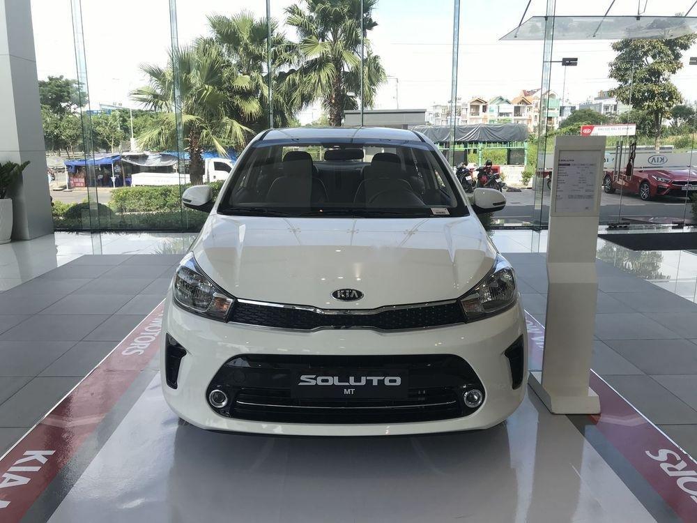 Cần bán Kia Soluto đời 2019, màu trắng nội thất đẹp (2)