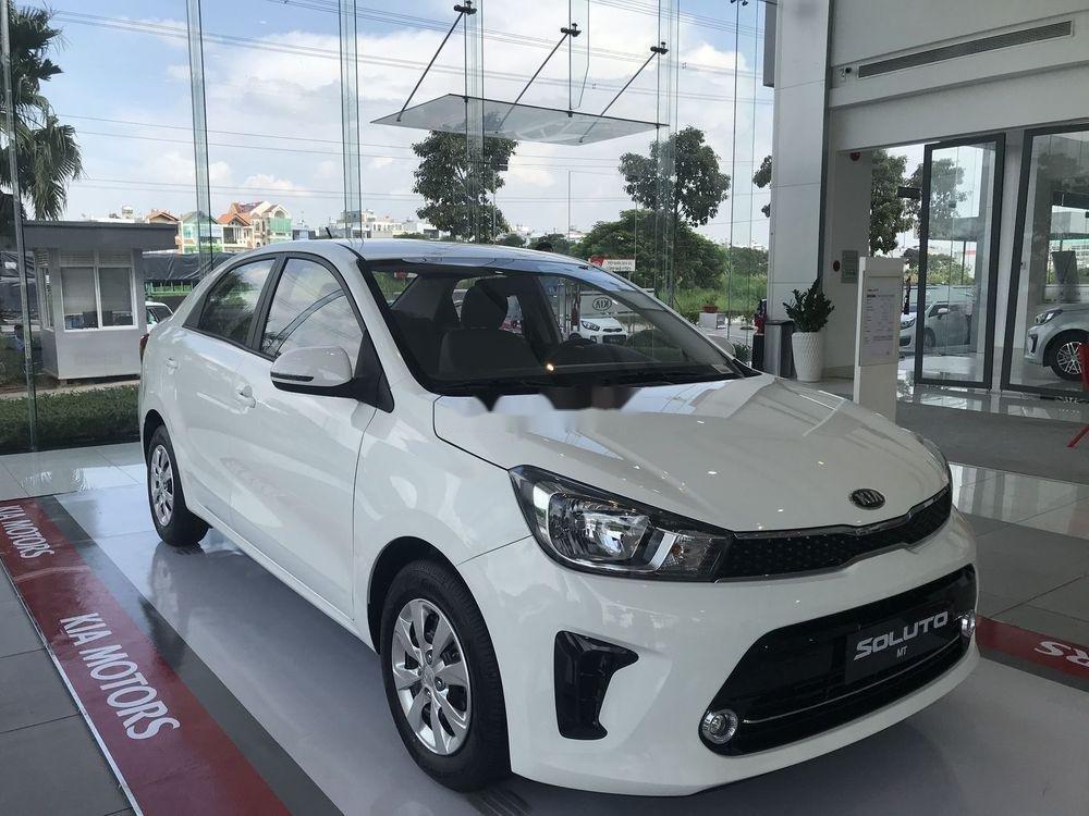 Cần bán Kia Soluto đời 2019, màu trắng nội thất đẹp (1)