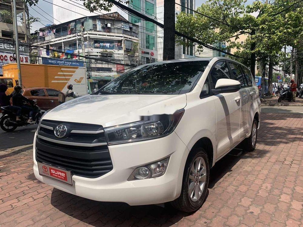 Cần bán Toyota Innova  2.0E MT đời 2018, màu trắng số sàn (5)