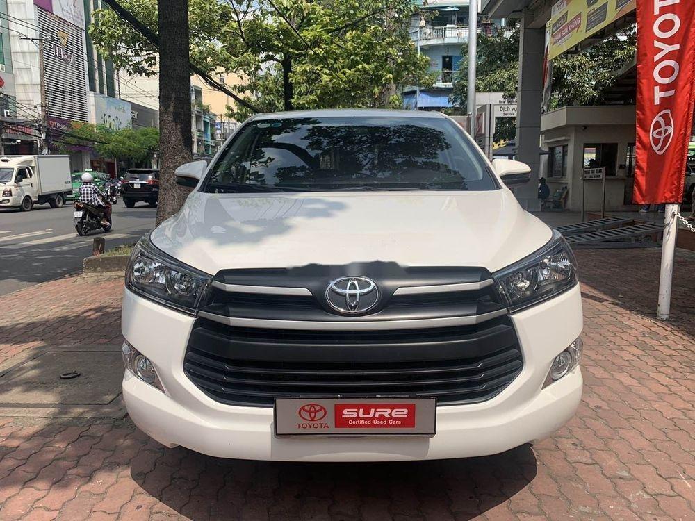 Cần bán Toyota Innova  2.0E MT đời 2018, màu trắng số sàn (1)
