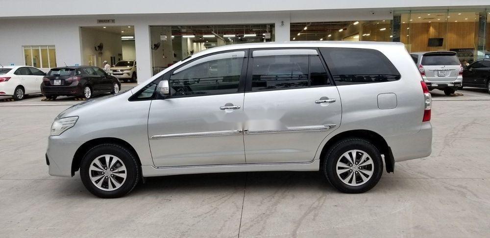 Bán Toyota Innova 2.0E đời 2015, màu bạc, 565 triệu (3)