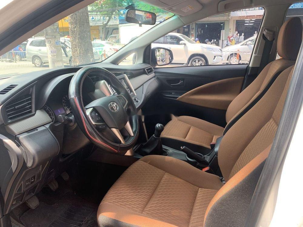 Cần bán Toyota Innova  2.0E MT đời 2018, màu trắng số sàn (2)