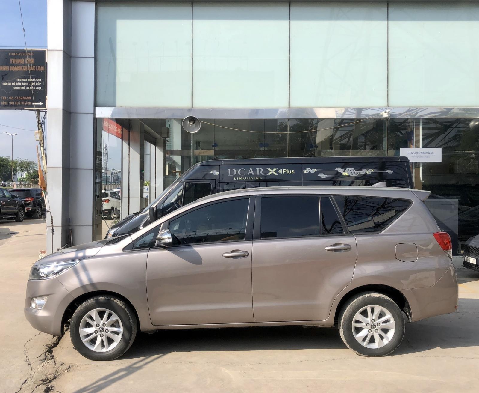 Bán Toyota Innova 2.0E 4x2 MT 2017, xe bán tại hãng có bảo hành (4)