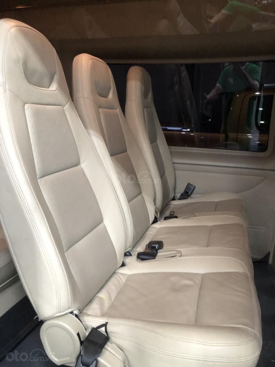 Xe Ford Transit Luxury năm sản xuất 2018, màu bạc (6)