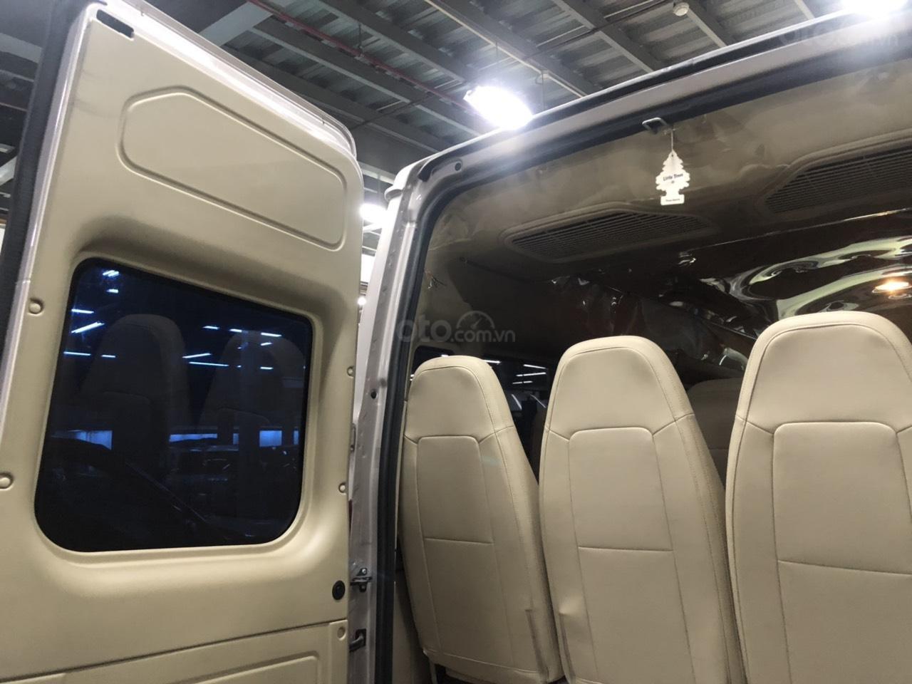 Xe Ford Transit Luxury năm sản xuất 2018, màu bạc (9)