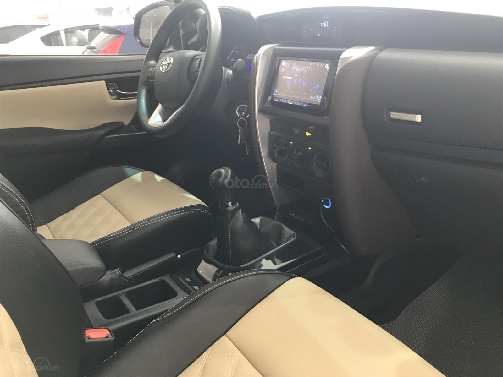 Fortuner- 2.4 MT 2017, màu đen, xe nhập nguyên chiếc (8)