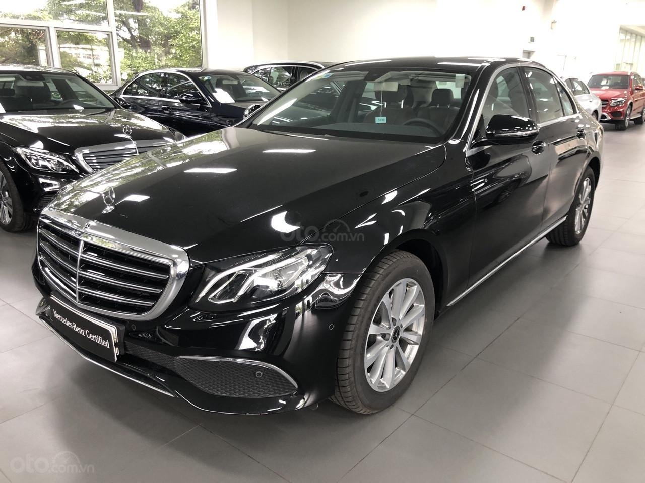 Bán Mercedes-Benz E200 2019, 30km, nhận ngay bảo hiểm thân xe (1)