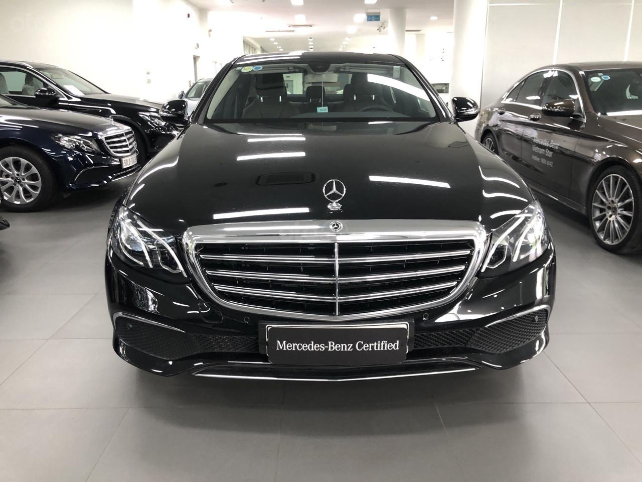 Bán Mercedes-Benz E200 2019, 30km, nhận ngay bảo hiểm thân xe (2)