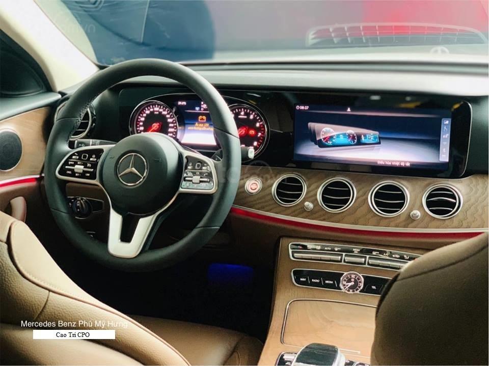 Bán Mercedes-Benz E200 2019, 30km, nhận ngay bảo hiểm thân xe (5)
