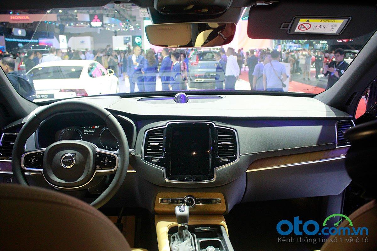 Khoang lái của Volvo XC90 facelift.