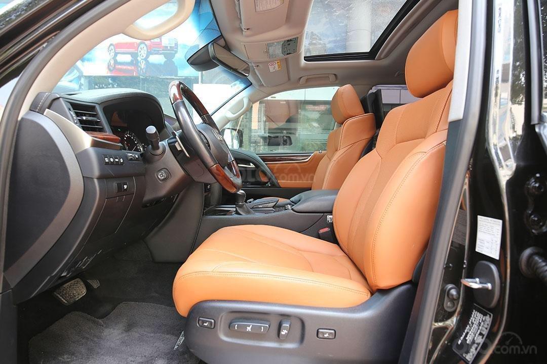 Bán Lexus LX 570 năm sản xuất 2016, màu đen (7)