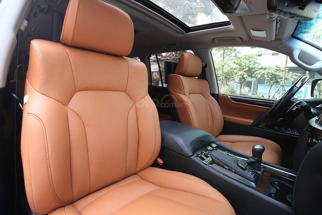 Bán Lexus LX 570 năm sản xuất 2016, màu đen (13)