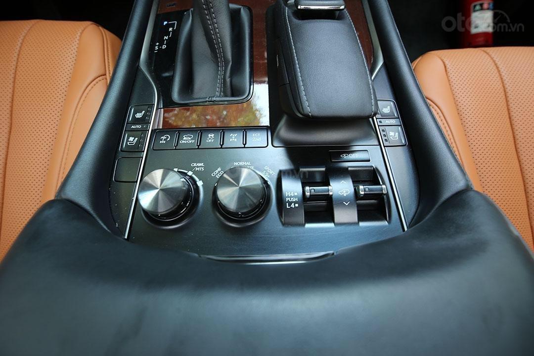 Bán Lexus LX 570 năm sản xuất 2016, màu đen (8)