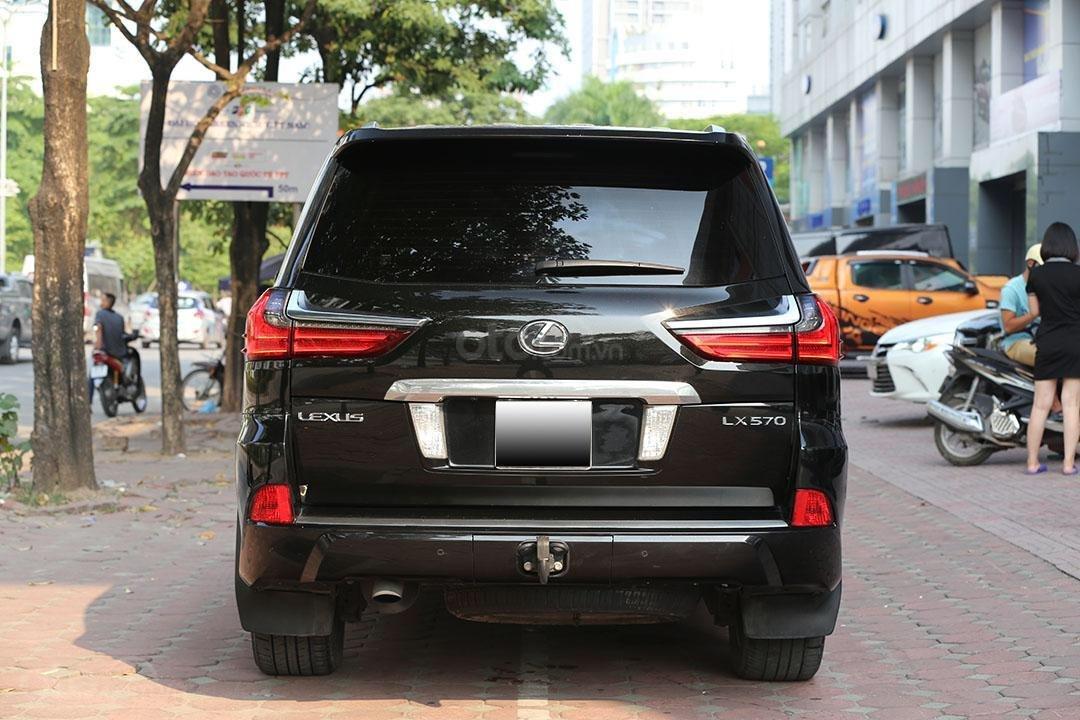 Bán Lexus LX 570 năm sản xuất 2016, màu đen (14)