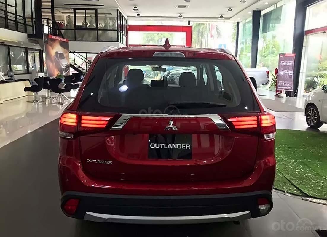 Bán ô tô Mitsubishi Outlander 2.0 CVT năm 2019, màu đỏ (2)
