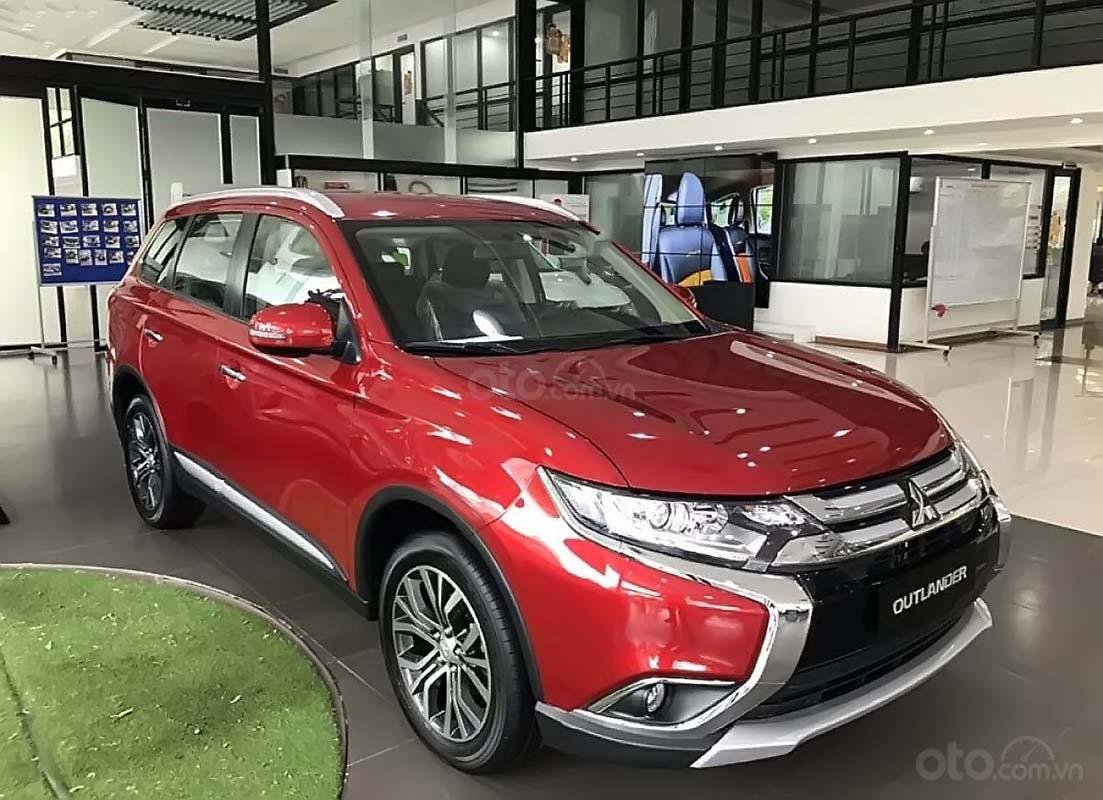 Bán ô tô Mitsubishi Outlander 2.0 CVT năm 2019, màu đỏ (1)