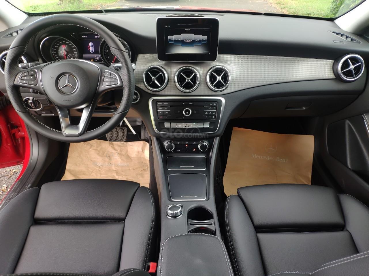 Giá tốt: Mercedes Benz CLA 200 2019 màu đỏ, đi 68km (13)