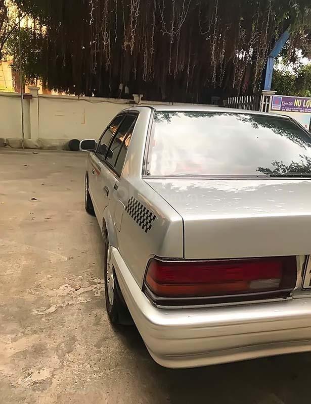 Bán Nissan Bluebird đời 1992, màu bạc, nhập khẩu chính chủ (3)