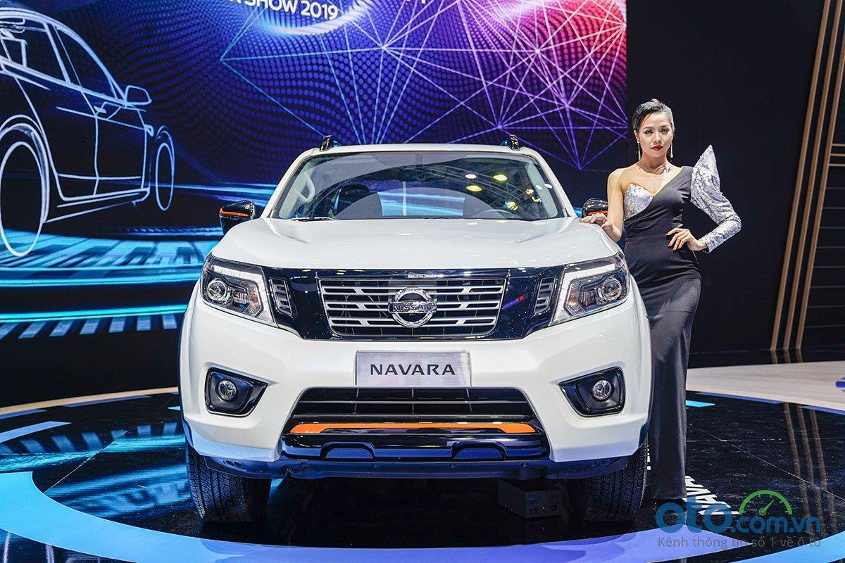 Nissan Navara Black Edition A-IVI tại VMS 2019.