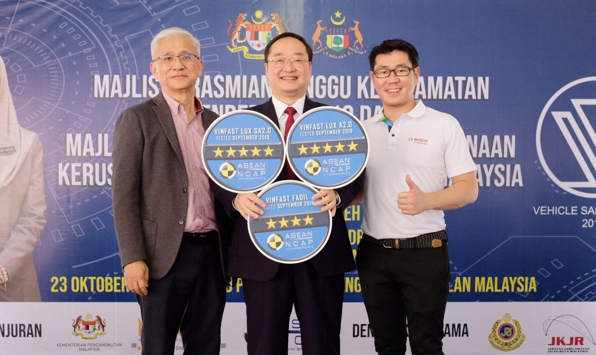 [VMS 2019] VinFast LUX SA2.0 và LUX A2.0 đạt an toàn 5 sao, song hành cùng người Việt tại VMS 2019 a2