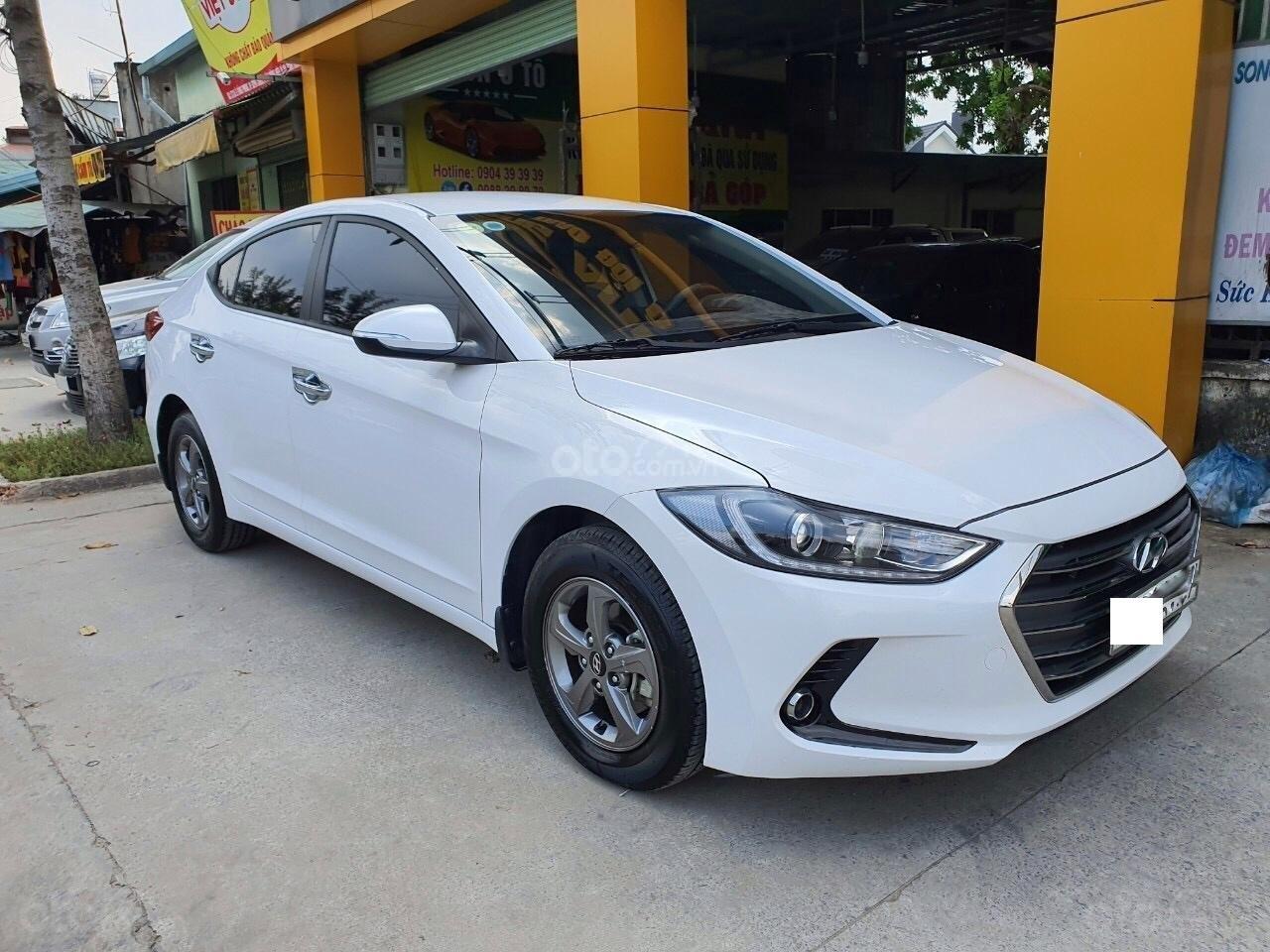 Hyundai Elantra 1.6 MT - 2016 (1)