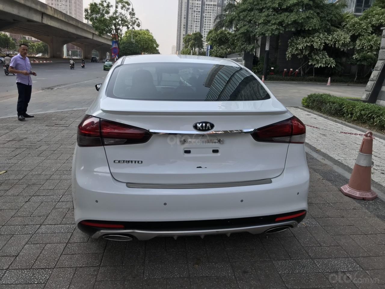 Bán xe Kia Cerato 1.6AT sản xuất 2017, màu trắng (3)