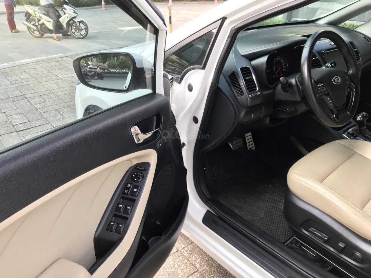 Bán xe Kia Cerato 1.6AT sản xuất 2017, màu trắng (5)